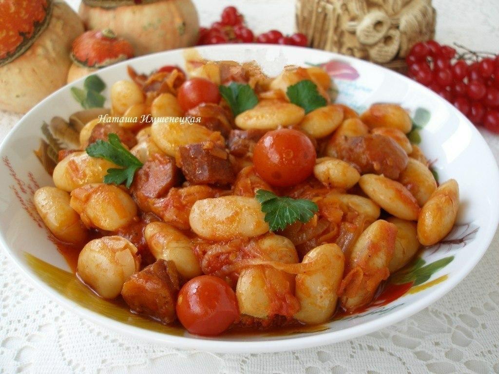 Белая фасоль в томатном соусе с «Охотничьими» колбасками