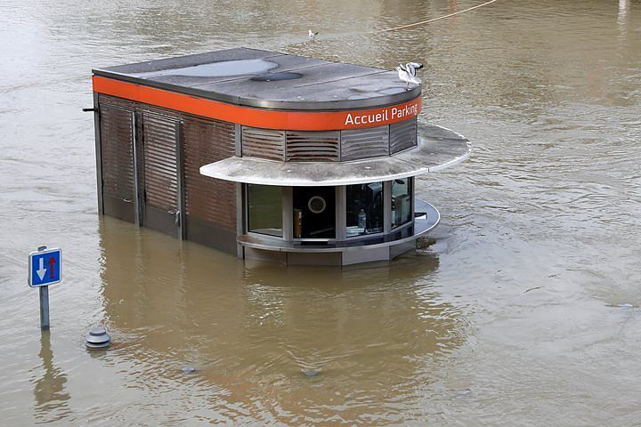 В Париже из-за наводнения эвакуировали около 1,5 тысячи человек