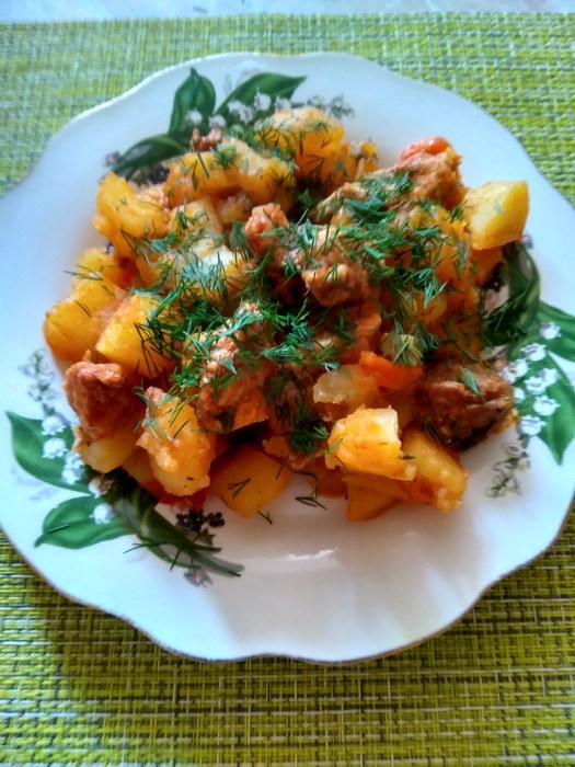 Тушеная картошка по-сытному — накормит всю семью