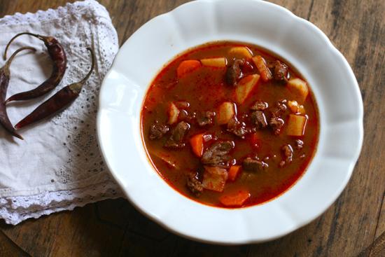 Настоящий венгерский гуляш: секреты пастушьего супа