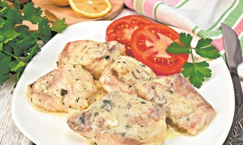 Рыба в сметанном соусе – отличный вариант для обеда или ужина