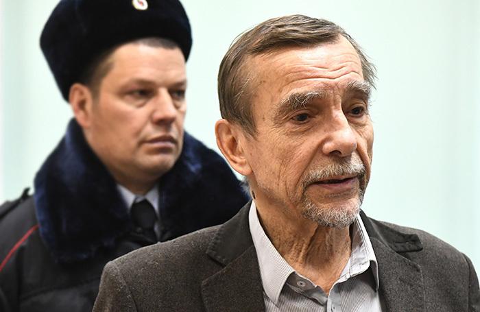 «Что-то жестят». Почему суд не отпустил Льва Пономарева на похороны Людмилы Алексеевой?