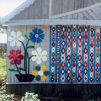 Интересные мозаики из пластиковых крышек