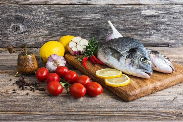 Рыбные котлеты делают из речной, морской и озерной рыбы средней жирности, хотя жирность котлет можно уменьшить или увеличить