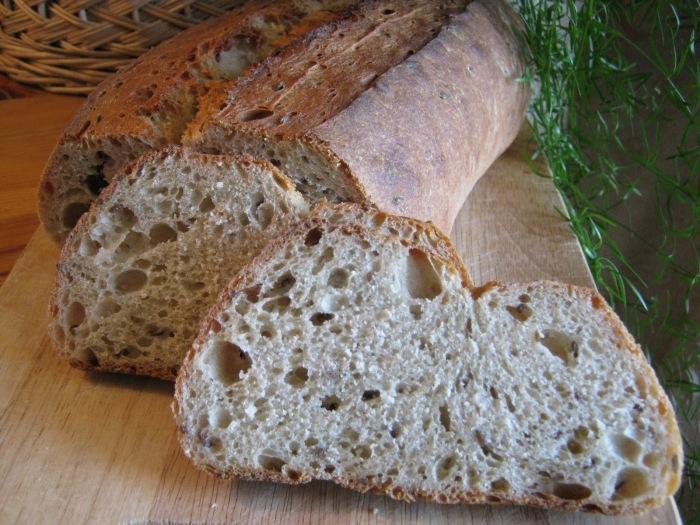 Хлеб с плесенью: выбросить или обрезать и съесть?