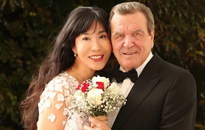 Попытка номер пять: Шредер женился на южнокорейской переводчице