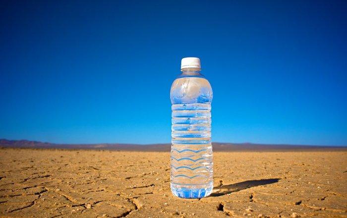 Прибор на солнечных батареях добыл воду из воздуха пустыни