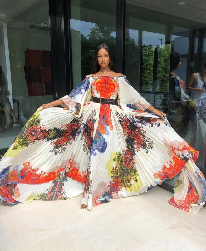 Жасмин Тукс в платье мечты
