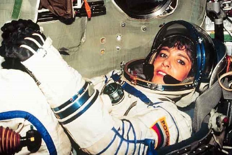 Орденский знак Николая II вручён первой француженке-космонавту