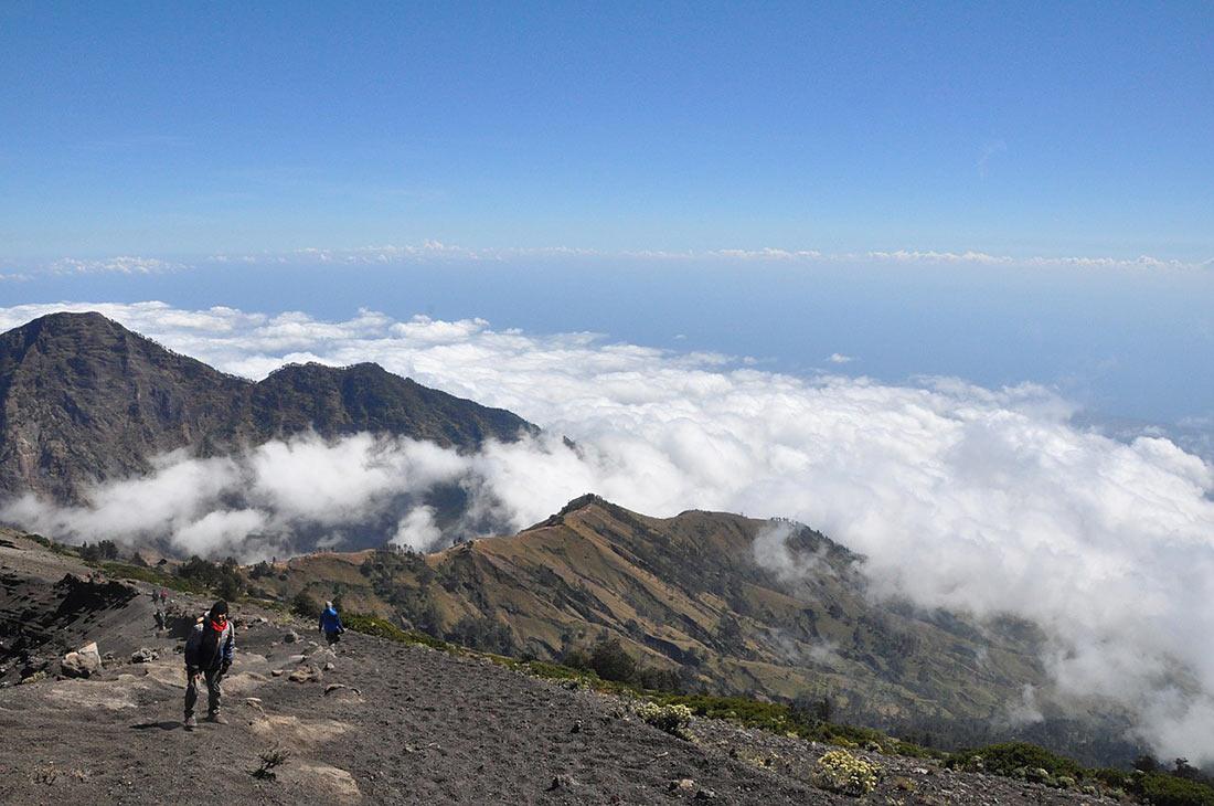 Вулкан Ринджани: одно из самых красивых мест Индонезии Ринджани, также, которые, находится, озера, вулкан, Вулкан, озеру, вулканом, который, время, острова, балийцев, привлекает, которая, озеро, священной, пекелан, называемой, церемонии