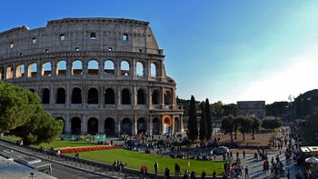 Австрийский подросток попытался украсть фрагмент Колизея