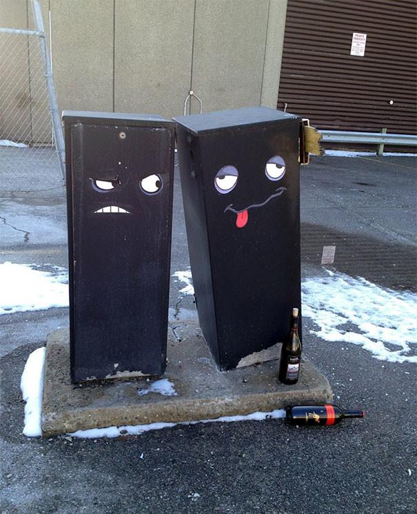 Вторая бутылка была лишней вандализм, граффити, инсталляция, искусство, мир, творчество, улица, художник