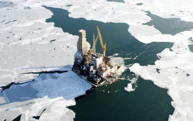Годовую добычу нефти в Аркти…