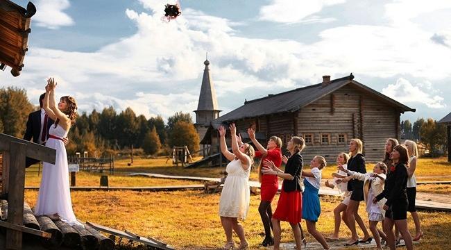 Зря Люся поймала букет на свадьбе...