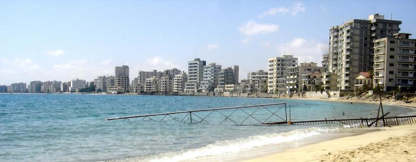 Город-призрак на Кипре: пустые фешенебельные отели и колючая проволока