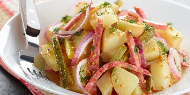 Салат с солёными огурцами, картофелем и колбасой
