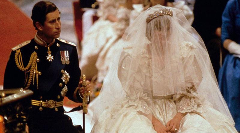 Самые яркие кадры британских королевских бракосочетаний