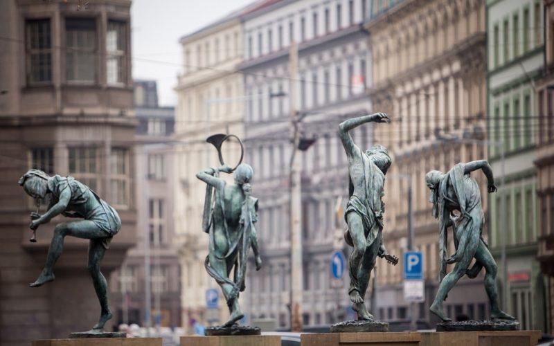Необычные памятники Праги. Танцующий фонтан «Чешские музыканты»