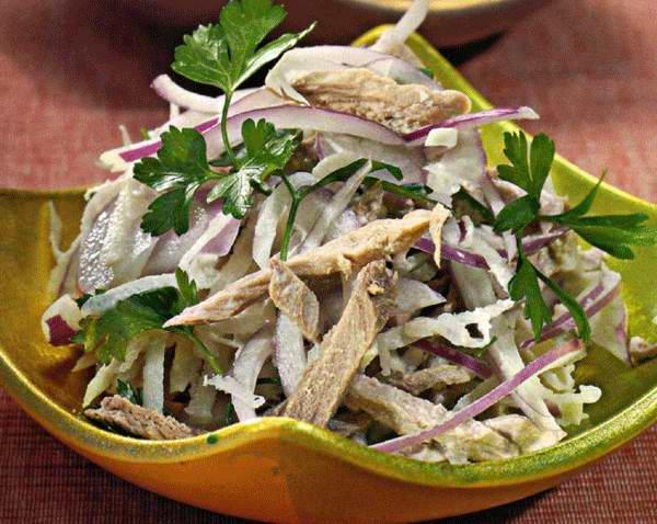 Мясной салат с редькой