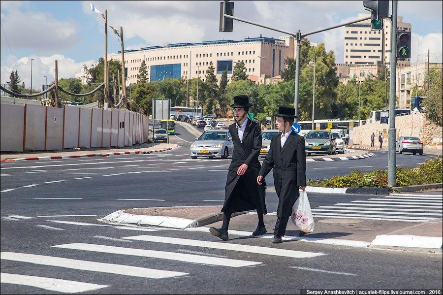 Люди в черном: почему евреи носят такую одежду