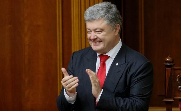 «Символ украинской борьбы»: Порошенко прокомментировал победу Усика