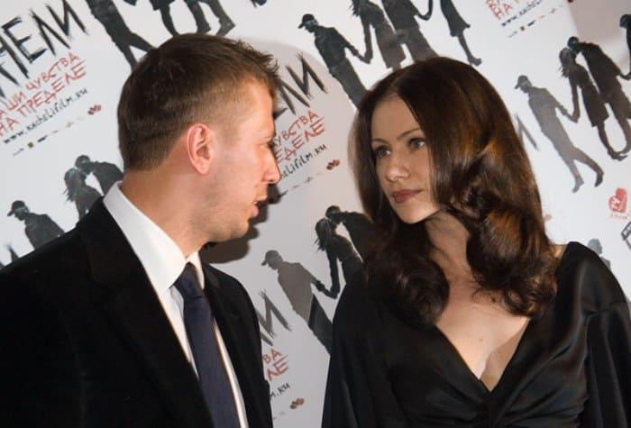 Андрей Мерзликин и Мария Миронова на премьере фильма *Качели*, 2008 | Фото: kino-teatr.ru