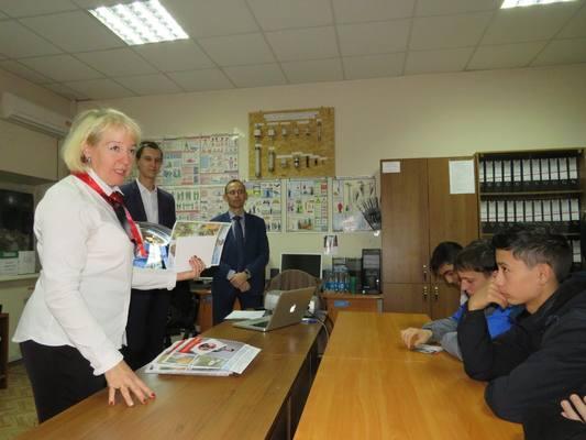 Будущие электромонтажники из Астраханского колледжа узнали от железнодорожников правила безопасности