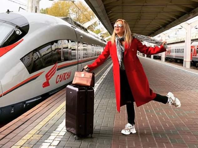 Анна Семенович показала, как «заигрывала» с машинистом поезда