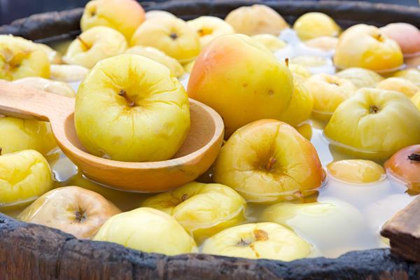 Самые вкусные моченые яблоки: 6 лучших рецептов