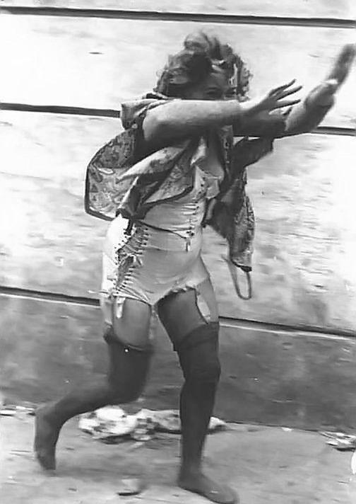 Фотографии казней голых женщин