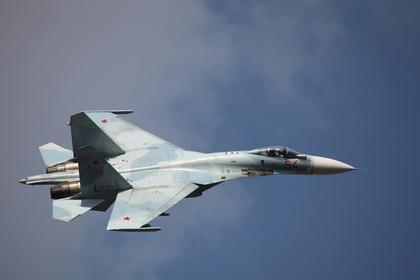 Российский Су-27 вновь приблизился к самолету ВМС США над Черным морем
