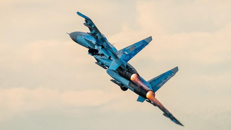 Экипажи Су-27 не допустили п…