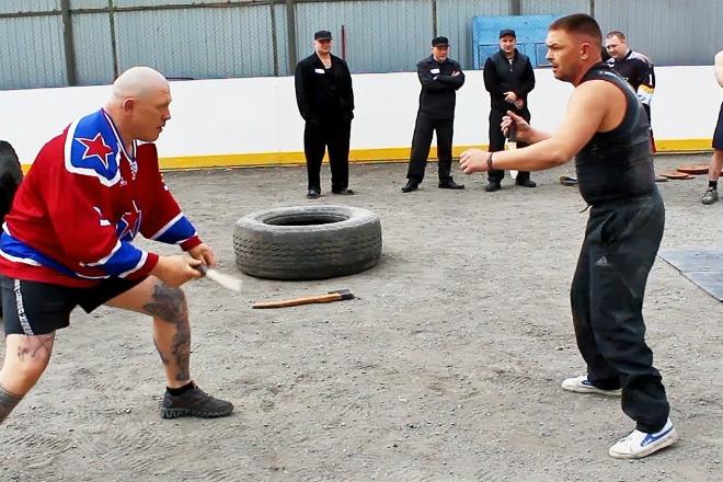 Боец ММА сел в тюрьму и заставил заключенных заняться спортом
