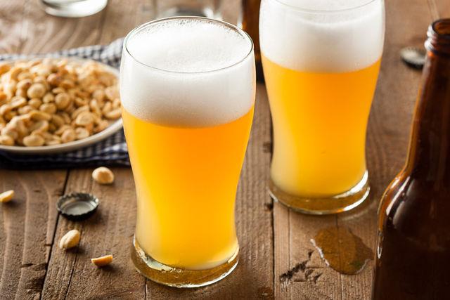 Существуют различные вариации солодового пива — нередко в сусло вводят сахар, соль, изюм