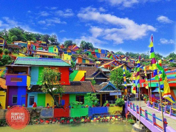 Прекрасная «Радужная деревня» в Индонезии