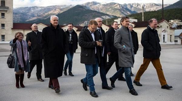 Крым: Немецкие депутаты смогли воочию убедиться втом, что Киев лжет