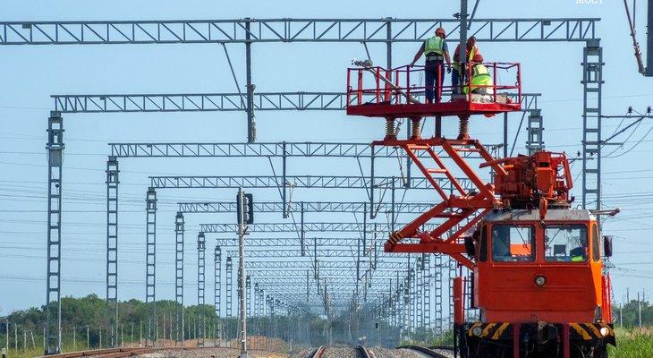 Строители уложили более 80% путей железной дороги в Крым