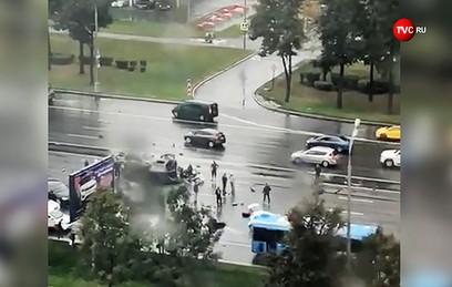 Появилось видео столкновения четырех машин на Кутузовском проспекте