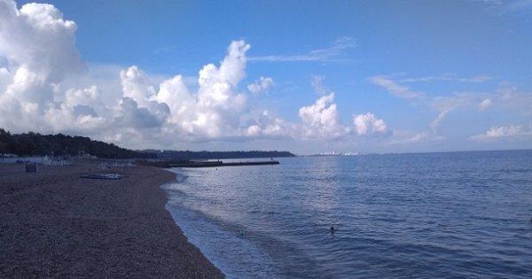 Прожектор пропаганды: как украинские СМИ пытаются создать видимость пустых пляжей в Крыму.