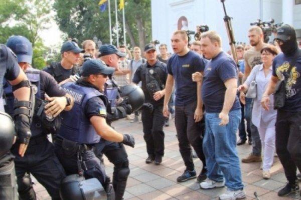 Демо-версия переворота: Националисты «захватили» мэрию Одессы