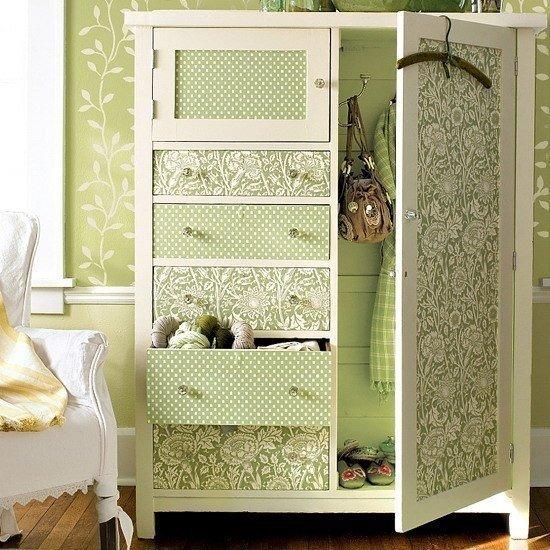 Обновляем шкафы с помощью остатков обоев
