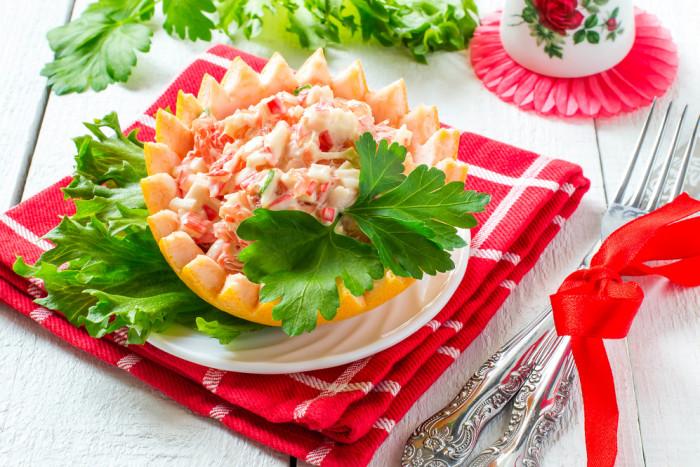 салат с крабовыми палочками и грейпфрутом