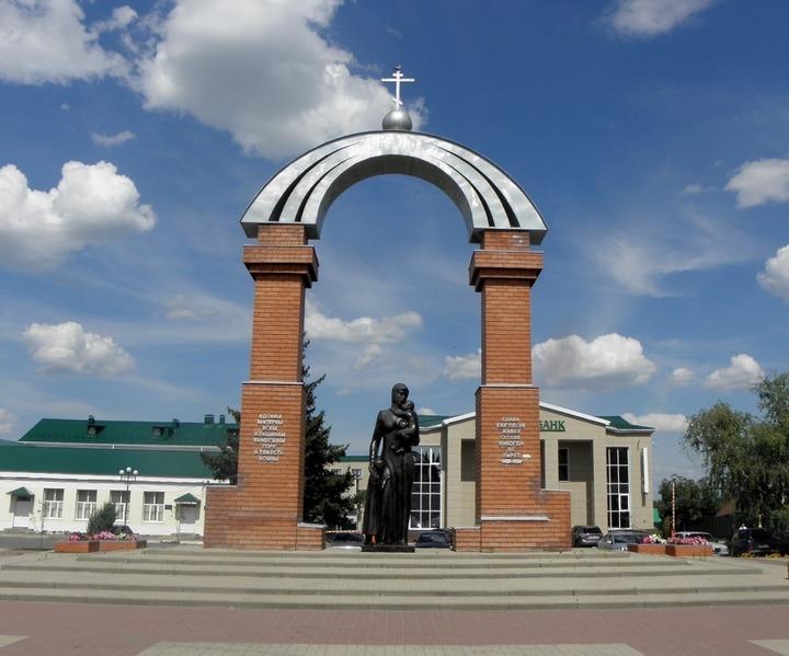 Мемориальный комплекс с арками и колонной Гулькевичи Мемориальный одиночный комплекс из двух видов гранитов Арсеньев