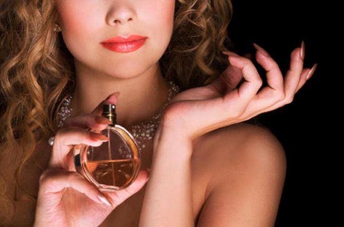 Картинки по запросу Как закрепить аромат духов на весь