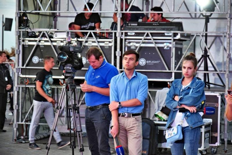 Есть такие люди в журналистике - видеооператоры.