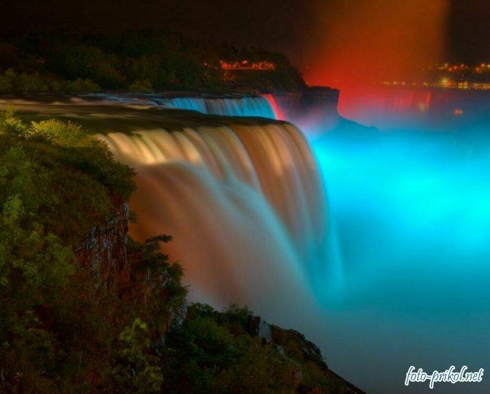 Ниагарский Водопад в темноте