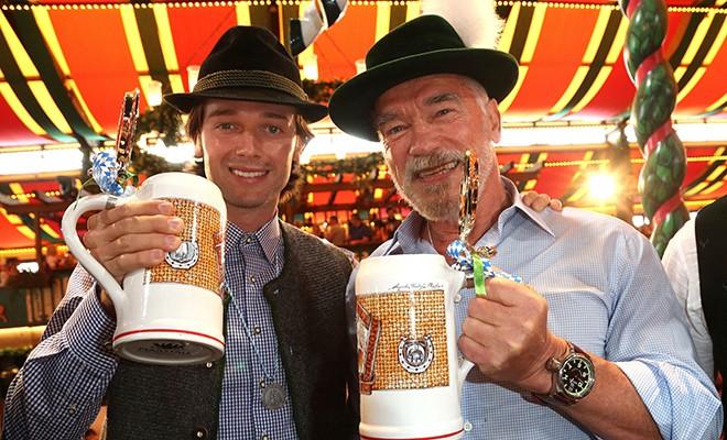 Арнольд Шварценеггер со своей возлюбленной и сыном Патриком повеселились на Октоберфесте