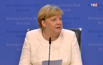 После провального саммита Меркель и Макрон отправились в бар