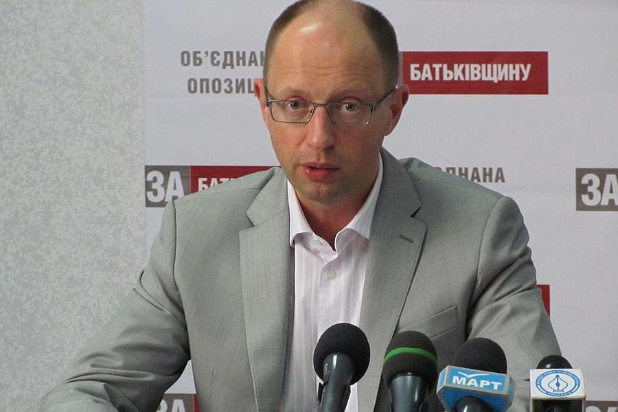 Яценюк о приказе Турчинова применять оружие в Крыму в 2014 г