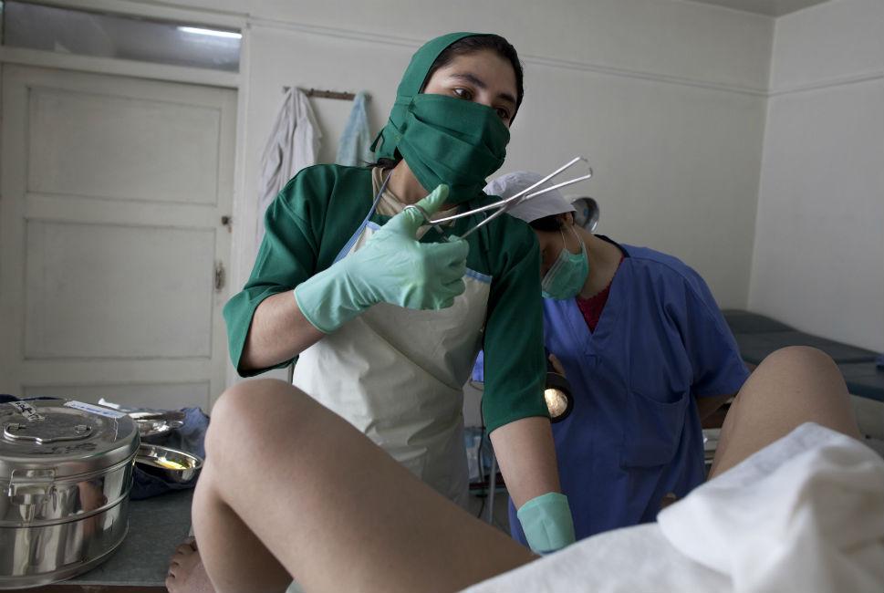 медосмотр женщин хирурга смотреть онлайн